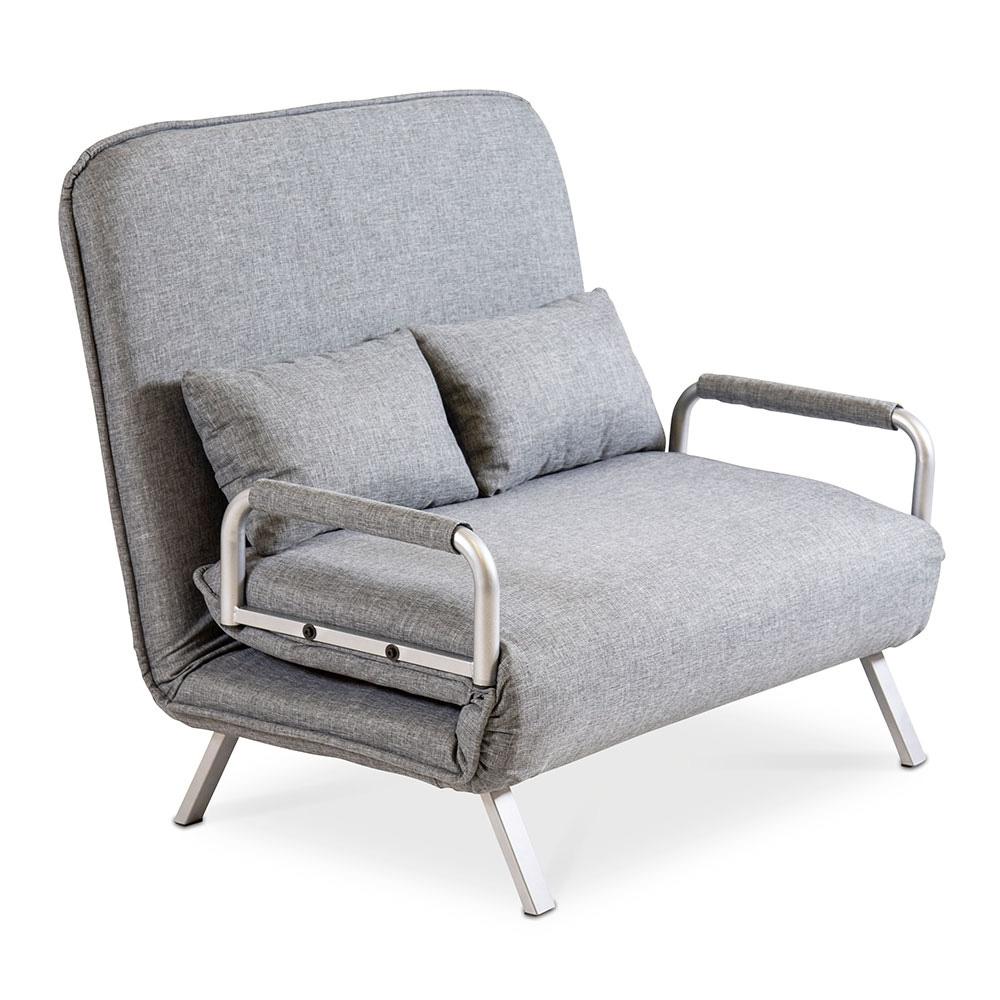 Der Sessel besitzt einen modernen Bezug in Grau-Meliert und wird mitsamt 2 Kissen geliefert.