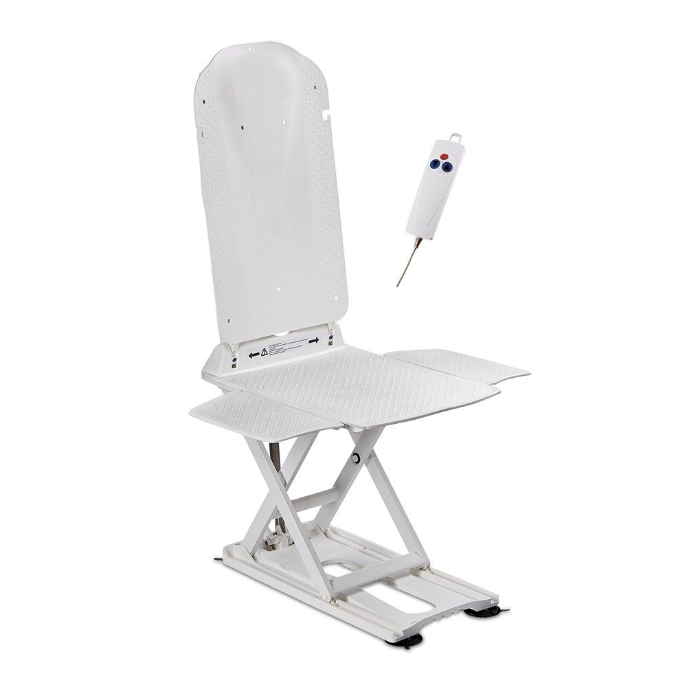 Die Rückenlehne lässt sich in die gewünschte Liegeposition einstellen, die genoppte Sitzfläche ist hautfreundlich und rutschfest.