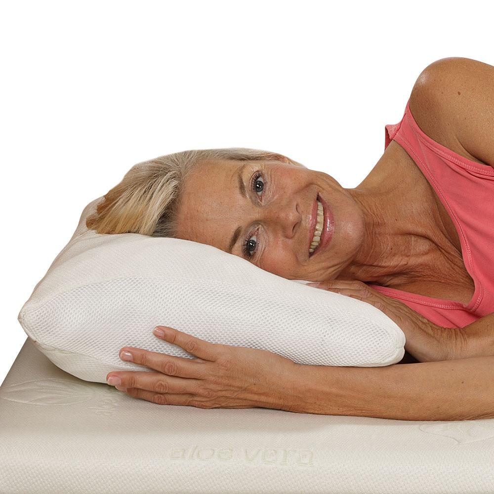 Auf dem flauschig weichen und gleichzeitig stützenden Kopfkissen genießen Sie erholsamen Schlafkomfort.
